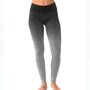 Brooks small streaker leggings black gray tights